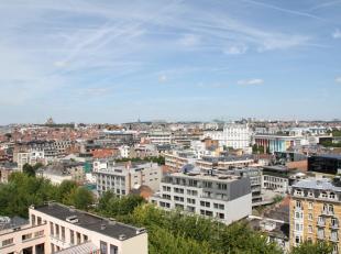 In het nieuwbouwproject Cosmopolitan vindt u dit appartement met hoogstaande afwerking en groot terras terug op de tiende verdieping. Het is gelegen v