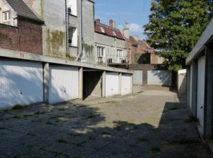 De garagebox situeert zich binnen de kleine ring van Gent, meer bepaald in de Verdedigingstraat. Deze is te bereiken via de Kortrijksepoortstraat.<br