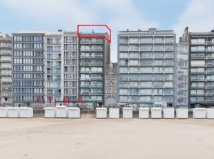 Prachtig dakappartement gelegen op de tiende verdieping van de Residentie Embassy, Zeedijk 176 met twee slaapkamers en twee grote terrassen met fronta