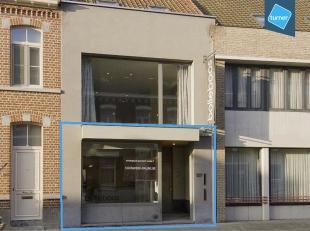 Handelspand van ca. 80m² te huur in het centrum van Ledegem. Het handelspand is gelegen nabij verschillende handelszaken Bpost, Belfius Bank en a