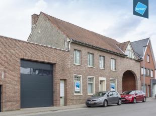 Magazijn van circa 1285m² met woonst te koop in het centrum van Bellegem. Vlotte verbinding naar de Doornikserijksweg, een belangrijke verbinding