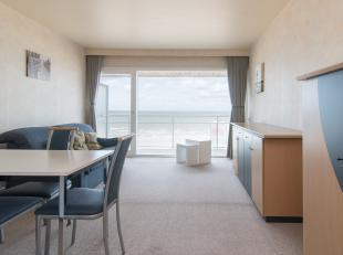 Studio met slaaphoek en frontaal zeezicht gelegen op de vijfde verdieping van de Residentie Darwin I, Zeedijk 268 te Middelkerke. Deze studio ligt op