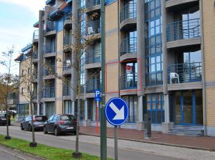 Verzorgd appartement met 2 slaapkamers gelegen in het centrum van De Panne. Op 500m van zee! <br /> <br /> INDELING<br /> <br /> Eerste verdieping:<br