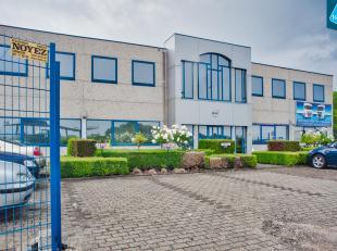 Gemeubeld kantoor (ca. 220m²) met appartement te huur op een vlot bereikbare locatie in Zeebrugge. <br /> <br /> INDELING:<br /> - Inkomruimte me