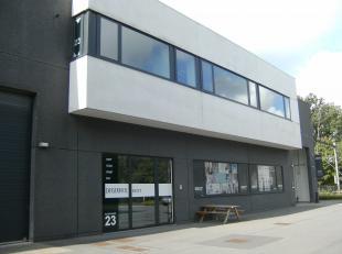 Instapklare kantoren in Sint-Denijs-Westrem, zeer vlot bereikbaar via afrit Flanders Expo van de E40. Ruime parkeermogelijkheden. Goede bereikbaarheid