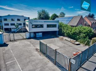 Ruim bedrijfsgebouw op industriezone Lakeland te Aalter op een goed bereikbare locatie nabij de N44 en E40, Gent-Brugge. <br /> <br /> INDELING:<br />