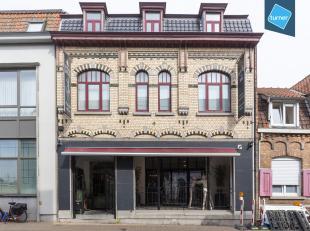 Polyvalent handelspand met gerenoveerde woonst te koop in het centrum van Wervik op een totale grondoppervlakte van 342m².<br /> <br /> Indeling: