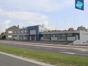Handelspand te huur met een oppervlakte van ca. 350m² gelegen langs een drukke invalsweg te Roeselare, de Westlaan, waar er reeds verschillende a