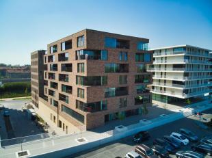 Prachtig nieuwbouwappartement te huur met 2 slaapkamers, terras en staanplaats in Brugge. Het appartement heeft een  perfecte ligging nabij het statio