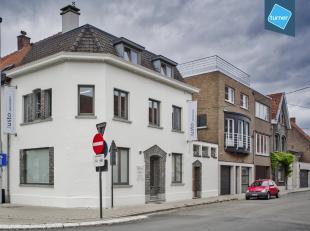 Kantoor te koop te Roeselare op een centrale ligging met een nuttige oppervlakte van ca. 130m² verdeeld over gelijkvloers, 1e en 2e verdiep. Hoek
