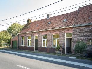 Leuk landelijk huis te koop tussen Krombeke en Poperinge op ongeveer 3000 m², ideaal voor de dieren/paardenliefhebber!<br /> Het huis is gedeelte