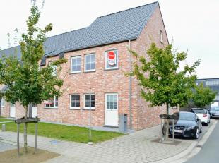 Gezellige woning met 3 slaapkamers, tuin en garage nabij het Sterrebos te Rumbeke.<br /> <br /> De woning omvat:<br /> - Inkom <br /> - Gastentoilet <