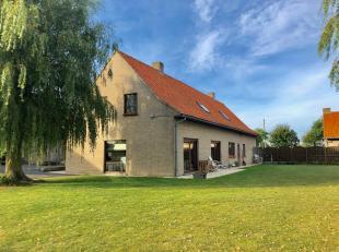 Rustig gelegen woning te Nieuwpoort, Ramskapellestraat 18A. Deze alleenstaande woning beschikt over een grote zongerichte tuin en ligt op 2 km van Nie