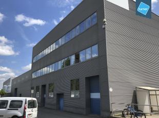 Bedrijfsvastgoed bestaande uit magazijn met burelen te huur in Gent met een oppervlakte van +- 2680 m². Naast ruime parkeermogelijkheden, heeft h