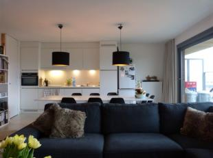 Dit appartement onderscheidt zich door zijn uitzonderlijke ligging. De bereikbaarheid met de fiets, de auto en het openbaar vervoer is perfect. Men he