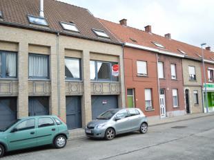 Instapklare woning met 3 slaapkamers, tuin en garage op een rustige ligging nabij het centrum van Roeselare.<br /> <br /> De woning heeft volgende ind