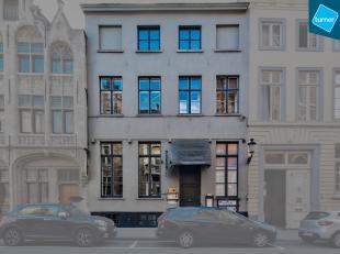 Overname handelsfonds van horecazaak te Brugge op commerciële en toeristische locatie.<br /> <br /> INDELING:<br /> - Gelijkvloers: inkom, bar, g