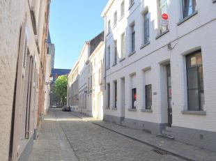Gezellig appartement met 1 slaapkamer en terras in het centrum van Brugge. <br /> <br /> Indeling:<br /> 1°V.: inkom - gezellige woonkamer (25,5m&