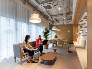 Hippe en gevarieerde kantoren te huur met uitstekende ligging nabij de afrit Gent-centrum van de E17. Dankzij de all-in formule geniet u zowel van een