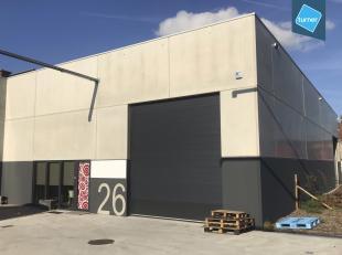 Nieuwbouw loods te koop van 193m² met bureel en mezzanine in de Herdersstraat te Roeselare - nieuwbouwproject Triple Towers. <br /> <br /> Bestaa