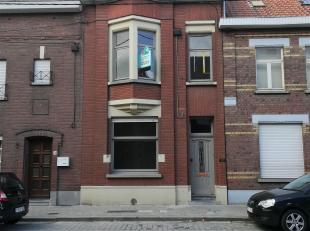 Deze te renoveren woning is centraal gelegen op wandelafstand van scholen, winkels en het centrum van Roeselare.  <br /> Verder zijn er 3 slaapkamers