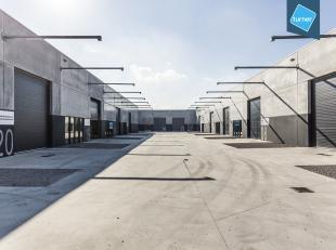 Moderne instapklare nieuwbouwatelier te koop van ca. 360m² aan de vaart te Roeselare. Fase 4 van project Triple Towers.<br /> <br /> Vrije hoogte