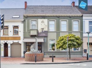 Handelspand te koop met bijhorende woongelegenheid in het centrum van Roeselare ter hoogte van de Hoogleedsesteenweg, Noordstraat en Brugsesteenweg. T