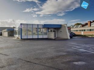Restaurant met feestzaal en aanhorigheden te koop in Roeselare.<br /> <br /> Bestaande uit:<br /> - bar + restaurant<br /> - keuken + berging<br /> -
