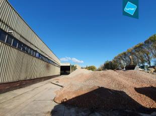 Bedrijfsgebouw te huur op industriezone Ten Briele in Brugge, bruikbaar als productieruimte of opslagplaats.<br /> <br /> Indeling:<br /> Loods B: (ca