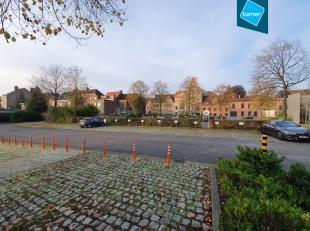 21 parkeerplaatsen voor personenwagens te huur op de Baron Ruzettelaan vlakbij de ring van Brugge. <br /> <br /> Vlotte verbinding naar het station va