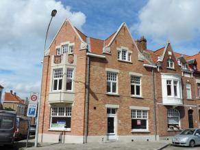 Modern en instapklaar gelijkvloers appartement op wandelafstand van centrum Brugge in een charmante herenwoning met inkom, living met open keuken, 2 s