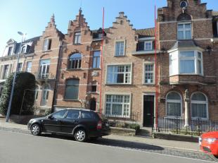 Volledig gerenoveerde herenwoning op rustige locatie te Christus-Koning. Dichtbij centrum Brugge, alle winkels en met snelle verbinding naar de expres