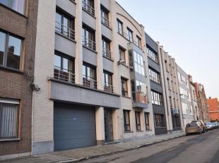 Deze prachtige penthouse is gelegen op de vierde verdieping van een kleinschalig appartementsgebouw van slechts 10 jaar oud, gelegen in een rustige st