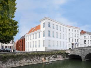Een commerciële ruimte (kantoor) op een toplocatie in hartje Brugge. De commerciële ruimte bestaat uit een open ruimte die kan ingedeeld wor