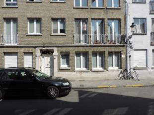 Ruim appartement met inkom ruime living, ingerichte keuken, toilet, 2 slaapkamers waarvan 1 met terras, badkamer, berging, 2 kelders, fietsenberging,