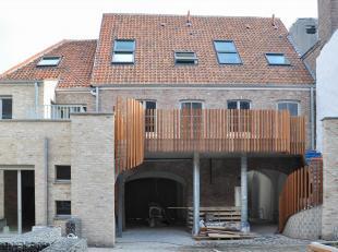 """Deze nieuwbouwwoning maakt deel uit van het nieuwbouwproject """"Augustijnenhof"""" in hartje Brugge, op wandelafstand van de Markt, de Reien, enz. De bel-e"""