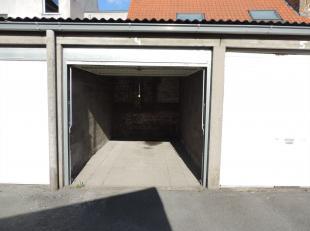 Gesloten garagebox nr 4 op een centrale ligging in de werkhuisstraat te Brugge.