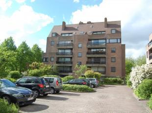Rustig gelegen appartement  met een oppervlakte van 103 m² nabij het centrum en met een vlotte bereikbaarheid tot de E40.<br /> Gelegen op  het g