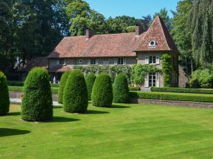 Uniek landgoed  temidden van een groene oase (+/- 4.930 m²) bestaande uit een wondermooie tuin, vijver,  ... .  Het gevoel van rust en onthaastin