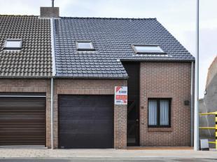 Deze perfect onderhouden woning is gelegen net buiten de rand van Brugge op een vlot bereikbare locatie nabij het centrum.  De woning is gelegen op sl