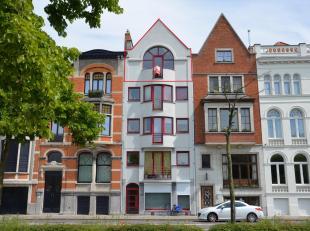 Verzorgd en gezellig dakappartement van +/- 82m² in een kleinschalig appartementsgebouw.  Deze locatie is uniek vanwege de het open zicht op het