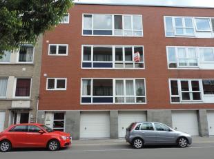 Appartement op 2de verdieping gelegen nabij Brugge centrum met living, ingerichte keuken, berging, 2 slk's, badkamer met ruime douche, toilet, terras