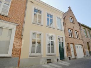 Houdt u van klasse, comfort en ruimte? Dan bent u hier aan het juiste adres. Deze woning vinden we terug in hartje Brugge, dit in een rustige straat.