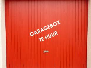 Een extra comfort voor u: een veilig gelegen gesloten ondergrondse garagebox met kantelpoort in centrum Brugge.<br /> 2° aan de rechterzijde.