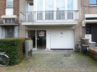 Deze afgesloten garagebox is gelegen net buiten het centrum.<br /> Deze heeft ook een vlotte verbinding richting Expresweg Brussel-Kust.<br /> De gara
