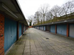 Deze gesloten garagebox is gelegen net buiten het centrum, vlakbij het treinstation en op fiets- of wandelafstand van centrum Brugge.<br /> De garage
