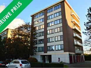 Dit ruime appartement vinden we terug op de 5de verdieping van residentie Gudrun (lift aanwezig). De centrale ligging op Sint-Michiels brengt vele voo