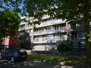 Dit ruime appartement vinden we net buiten centrum Brugge terug. Het bevindt zich op de 2de verdieping wat er voor zorgt dat u kan genieten van een gr