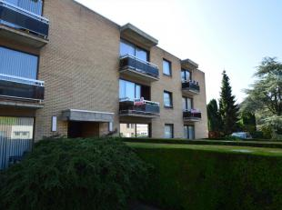 Dit appartement vinden we terug in een rustige wijk in Sint-Andries. Daarnaast bevinden winkels, parken en wandel of fietsroutes zich op fiets- of wan