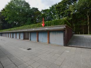 Deze gesloten garagebox is gelegen net buiten centrum Brugge, vlakbij het treinstation en langs 1 van de belangrijkste toegangswegen van Brugge, nl. d